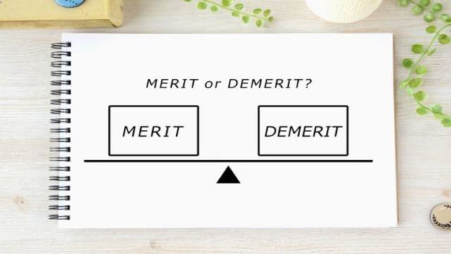 メリットとデメリットを天秤にかけている図の画像