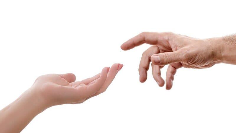 サポートの手を差し伸べるイメージ