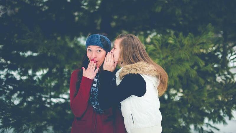 MCナースネットの口コミを表現する女性の噂話画像