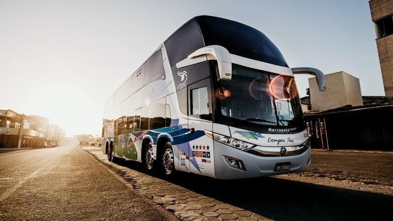 ツアーでバスに載っているイメージ画像